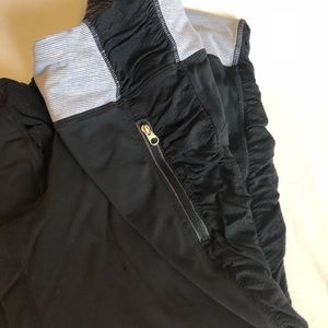 Lululemon cropped leggings black ruched sz S